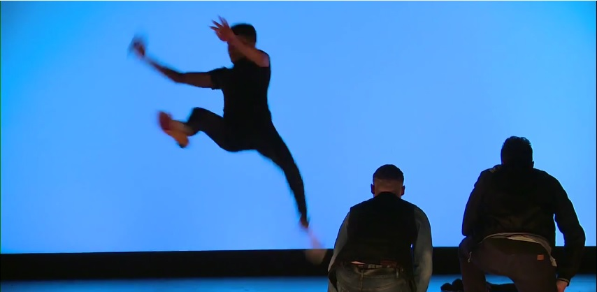 Voici Ali sur seine en pleine acrobatie