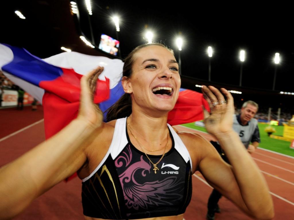 elena-isinbaeva-girl-flag-smile-victory